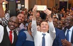 Жак Ма Африкийн бүх улсад амны хаалт, тест хандивлана