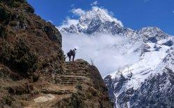 Хэдэн зуун уулчин Гималайд гацжээ