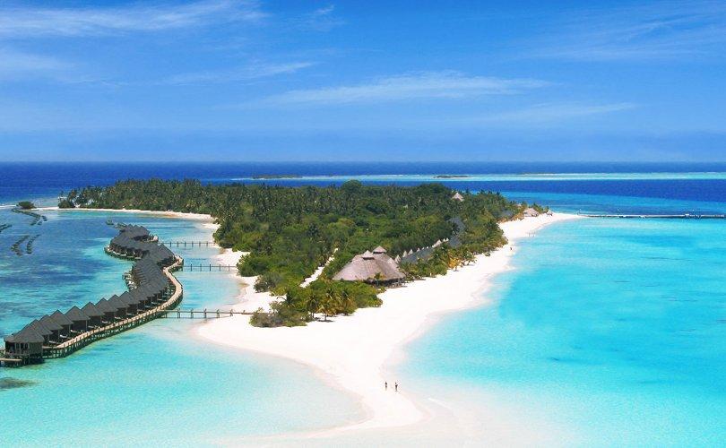 Жуулчид Малдивийн арал дээр тусгаарлагджээ
