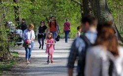Унгарын Засгийн газар хүүхэд мэндлэх бүрт 10 мод тарина