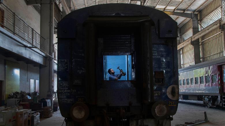 200405023901-01-india-coronavirus-train-cars-exlarge-169