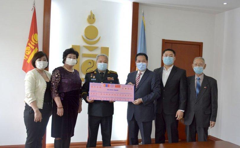 """""""Монгол дахь Хятад иргэдийн энхтайван, эв нэгдлийг дэмжих"""" ТББ-аас 30 000 ширхэг амны хаалт гардуулан өглөө"""