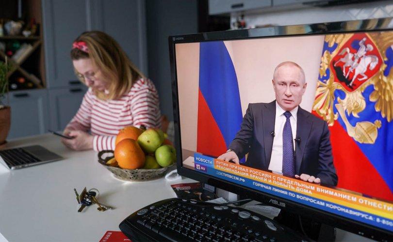 ОХУ: Ажлын байраа хадгалсан компанийн ажилчдад 12 мянган рубль олгоно
