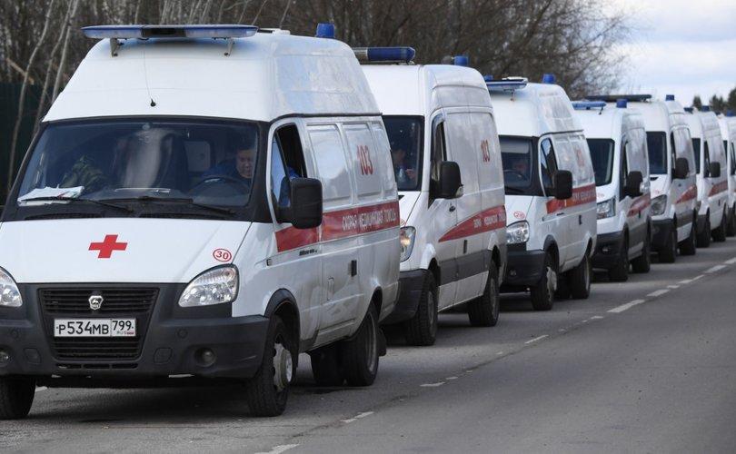 Covid-19: Москвад эмнэлгүүдийн гадаа түргэний машинууд түгжирч байна