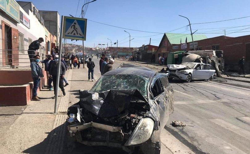 Зам тээврийн ослоор 11 хүн гэмтэж, хоёр хүн нас баржээ