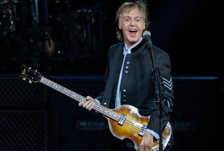 """""""The Beatles"""" хамтлагийн дууны үг сая орчим доллароор зарагджээ"""