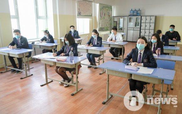 Сургуулиа санасан сурагчид дүрэмт хувцсаараа гоёжээ