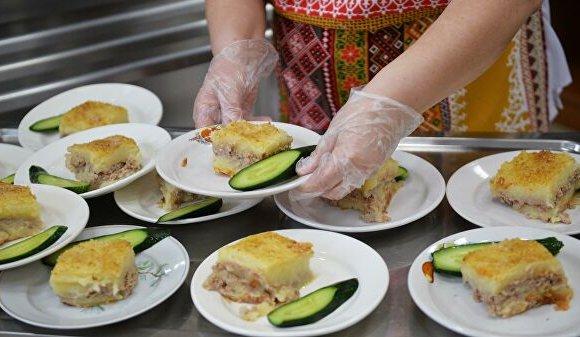 ОХУ: Бага ангийнхан сургууль дээрээ халуун хоол иддэг боллоо