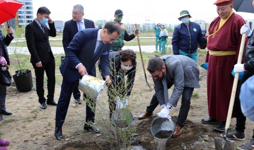 """60 жилийн ойн нэрэмжит """"Найрамдлын төгөл"""" байгууллаа"""
