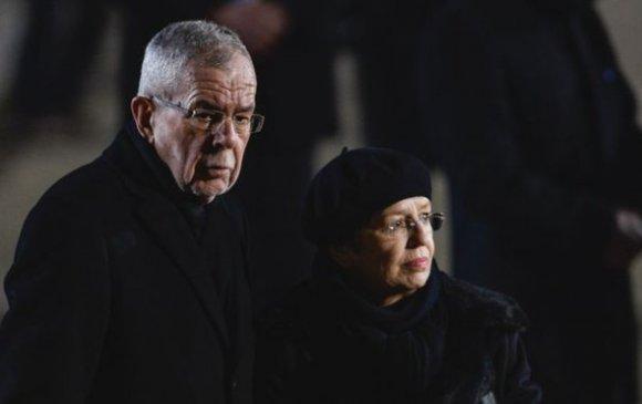 Хөл хорио зөрчсөн Австрийн Ерөнхийлөгч уучлалт гуйлаа