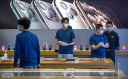 Apple дэлгүүрүүдээ нээж, шинэ MacBook Pro танилцуулав