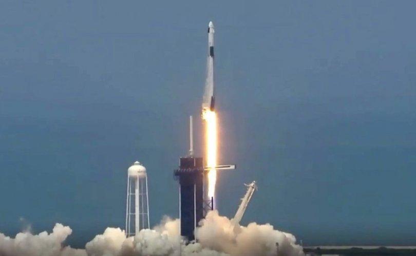"""""""SpaceX""""-н түүхэн нислэгээр """"NASA""""-гийн хоёр нисэгч хөөрөв"""