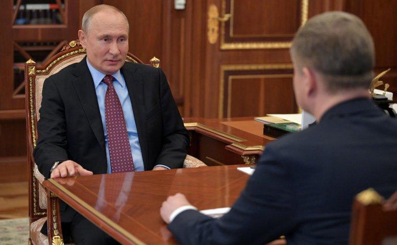 Путин Кремлийн ордонд эргэн иржээ