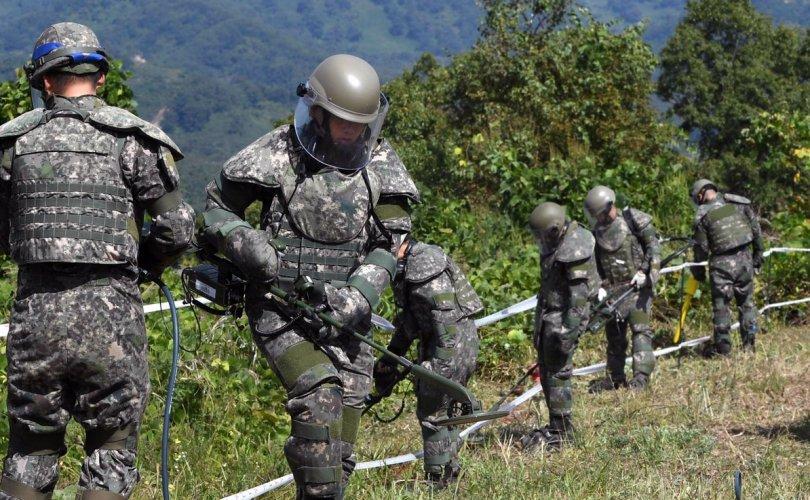 Хоёр Солонгосын цэргүүд буудалцжээ