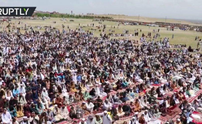 Афганистан: Олон мянган мөргөлчид цугларч мөргөл үйлджээ