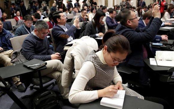 БНХАУ сэтгүүлчдийн визийг хязгаарлах шийдвэрээ эргэн харахыг АНУ-аас хүслээ