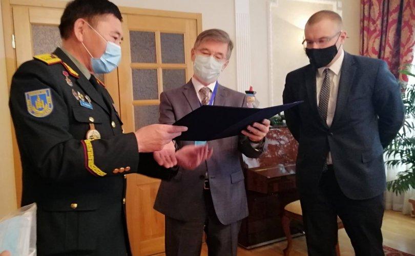 """Бүх Оросын ахмад дайчдын """"дайчин нөхөрлөл"""" олон нийтийн байгууллагад """"Чин сэтгэлийн хандив"""" гардуулав"""