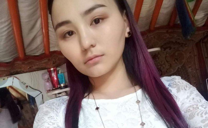 21 настай эмэгтэй хөл муутай өвөөг галаас аварчээ