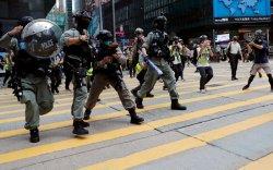 Хонгконгод олон арван тэмцэгчийг баривчилжээ
