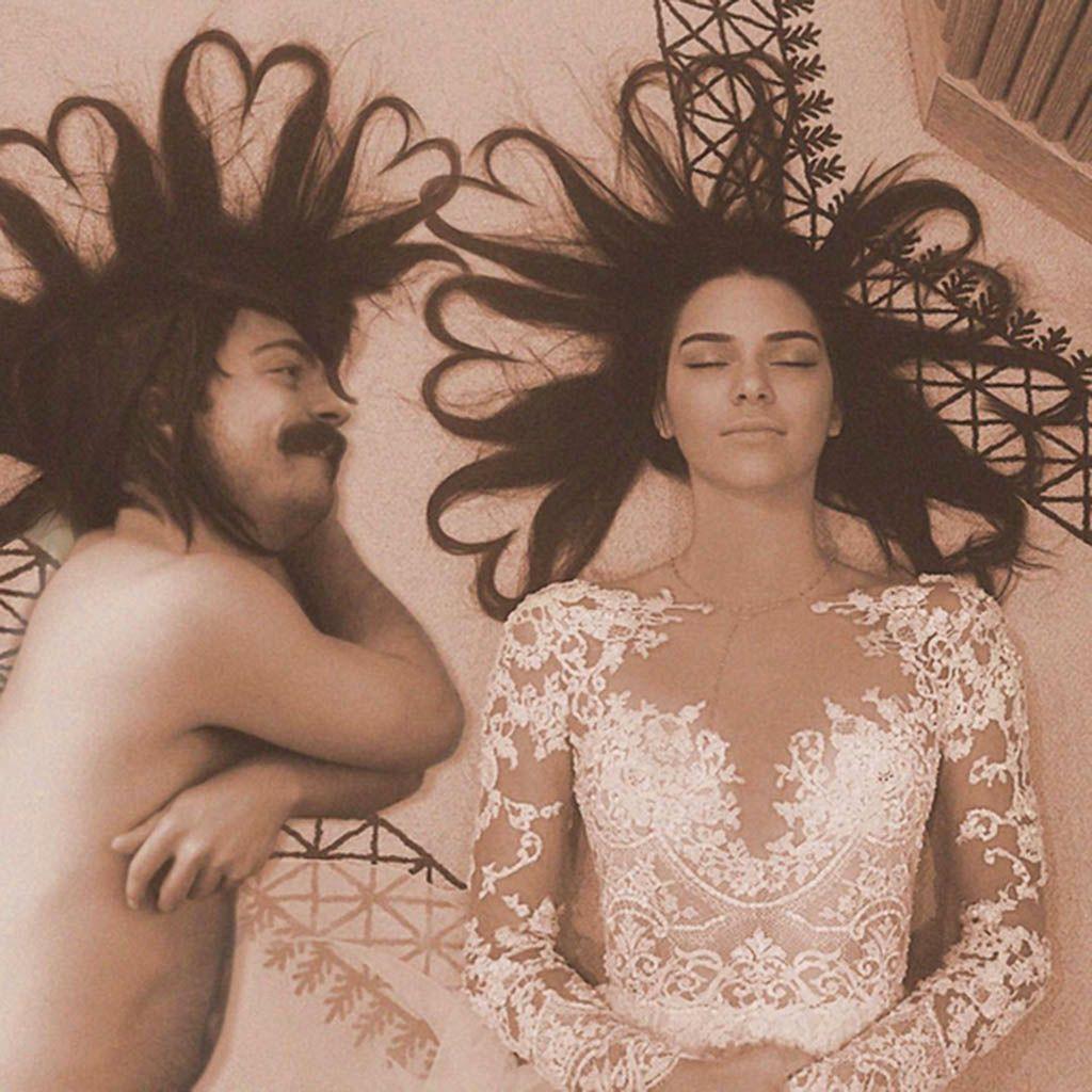 Kirby-Jenner-le-fan-hilarant-qui-s-invite-sur-les-photos-de-Kendall