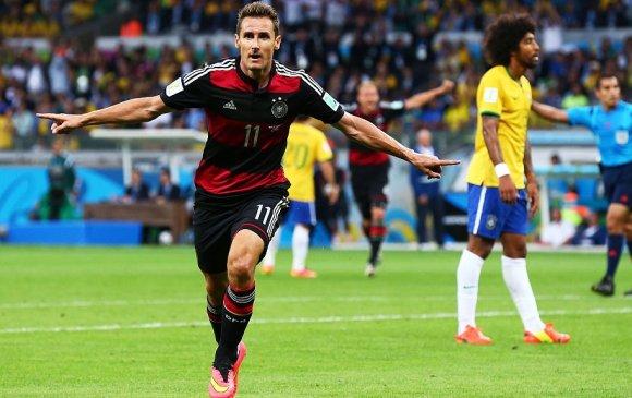 Германы хөлбөмбөгийн домог Мирослов Клозе эргэн ирлээ