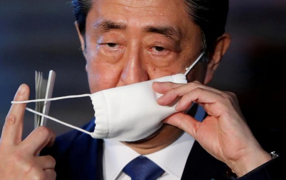 Япончуудын эсэргүүцэлд Абэ Шинзо буулт хийв