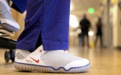 """""""Nike"""" эмнэлгийн ажилчдад 30 мянган гутал хандивлана"""