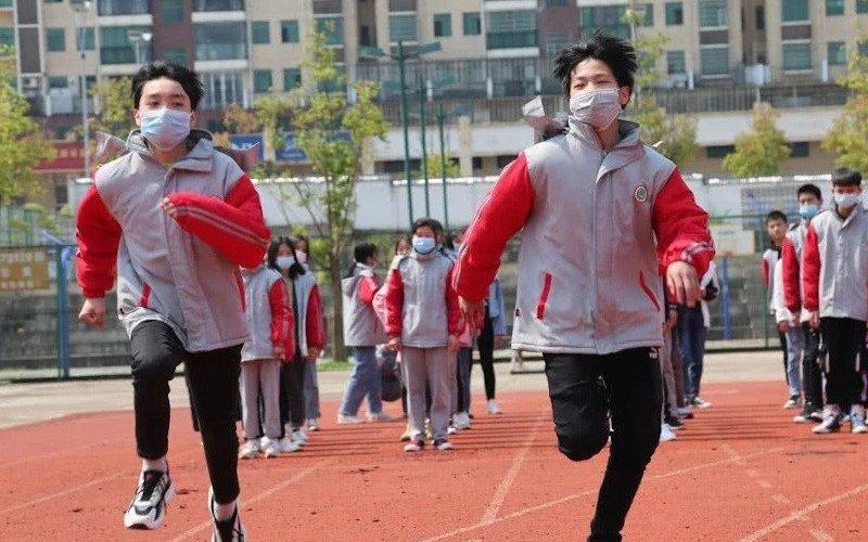 Хятадад амны хаалттай гүйснээс хоёр сурагч нас баржээ
