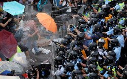 """Хонконг: Засгийн газрын эсрэг жагсагчид """"хатуу шийтгэл"""" оноолоо"""