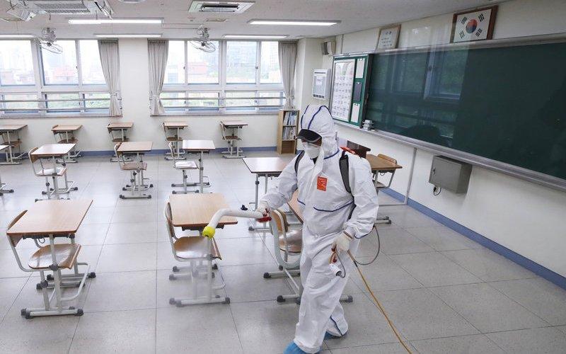 Өмнөд Солонгос сургуулиудыг нээхээ дахин хойшлуулав
