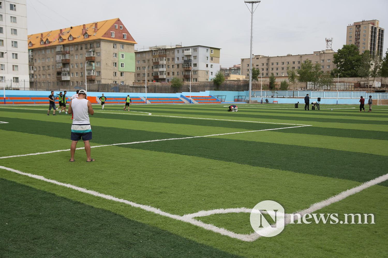 хөлбөмбөгийн талбайн нээлт (1)