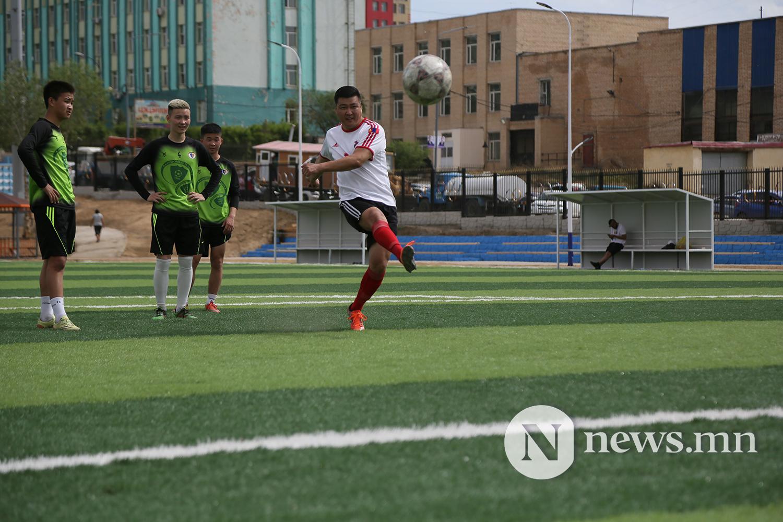 хөлбөмбөгийн талбайн нээлт (21)