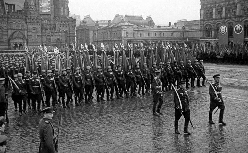 Ялалтын анхны парадын хувцсыг оёх даавууг улс даяараа цуглуулжээ