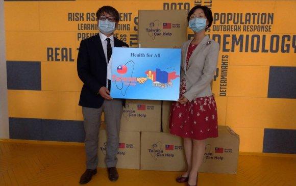 Тайваньчууд 200 мянган ширхэг эмнэлгийн зориулалтын амны хаалт хандивлалаа