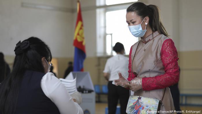 Reuters: Монголын эрх баригч нам сонгуульд ялалт байгуулав