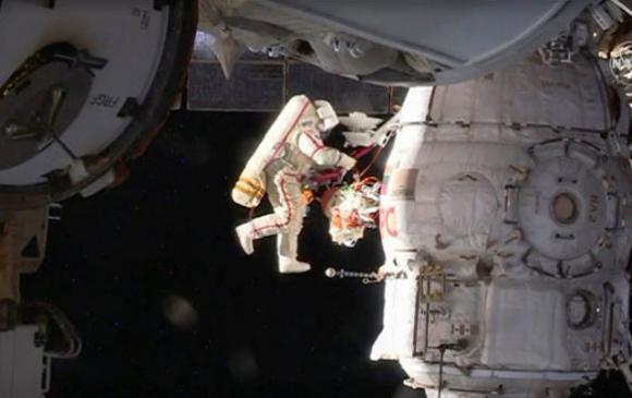 Жуулчдын нэг ОХУ-ын сансрын нисгэгчтэй задгай сансарт гарна