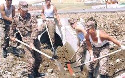 Цэргүүд үер буусан газруудад ажиллаж, иргэдэд тусалж байна