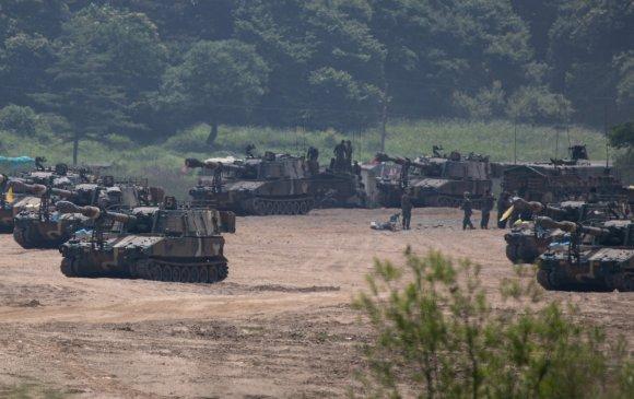 БНСУ тулаанд бэлдэн зэвсэггүй бүсэд танкаа байршуулав