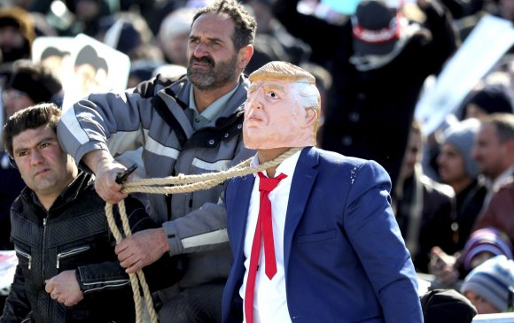 Трампыг баривчлахаар Интерполд ханджээ