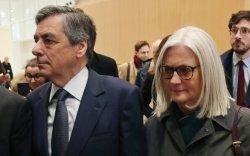 Эхнэр, хүүхдүүдээ цалинжуулсан экс Ерөнхий сайдыг хорино