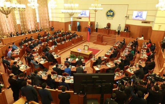 Улсын Их Хурлын найм дахь сонгуулиар шинээр сонгогдсон гишүүд тангараг өргөж, бүрэн эрхээ хэрэгжүүлж эхэллээ