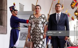Гондурасын ерөнхийлөгч гэргийн хамт вирусийн халдвар авчээ