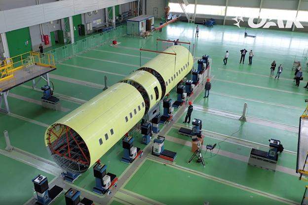 """""""Ростех"""" зорчигч тээврийн Ил-114-300 онгоцоо угсарч эхэллээ"""