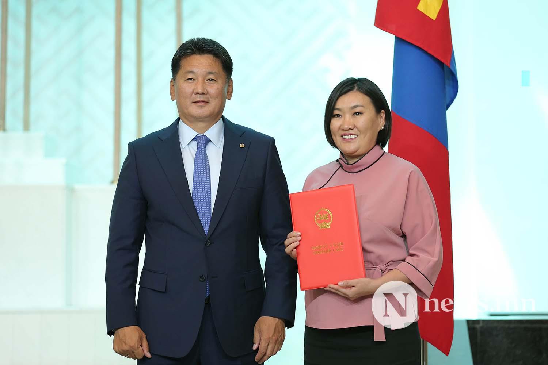 Засгийн газрын сайдууд захирамжаа гардан авлаа (11)