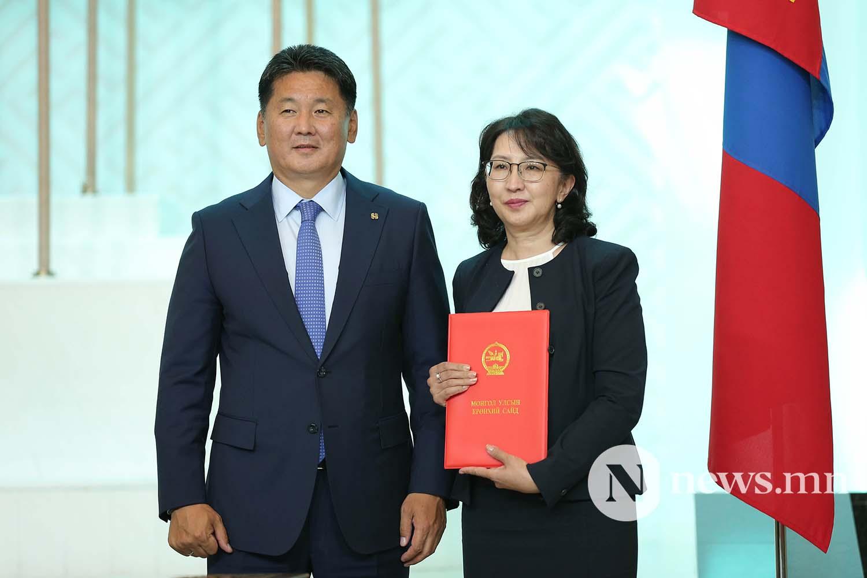 Засгийн газрын сайдууд захирамжаа гардан авлаа (14)