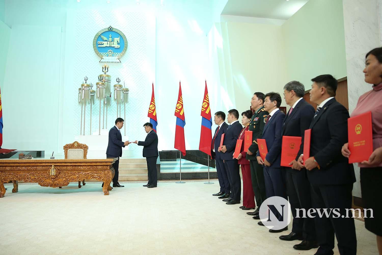 Засгийн газрын сайдууд захирамжаа гардан авлаа (17)