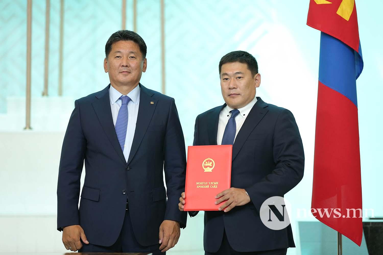Засгийн газрын сайдууд захирамжаа гардан авлаа (2)