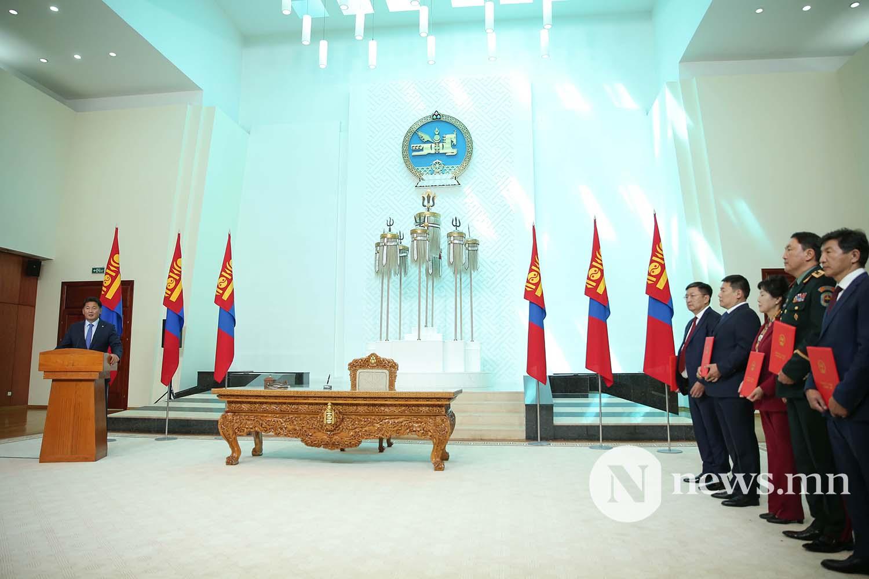 Засгийн газрын сайдууд захирамжаа гардан авлаа (24)