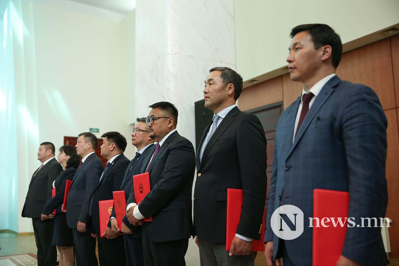 Засгийн газрын сайдууд захирамжаа гардан авлаа (26)