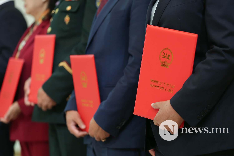 Засгийн газрын сайдууд захирамжаа гардан авлаа (8)